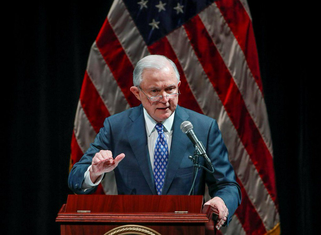 Sessions limits U.S. judges' ability to dismiss deportation cases https://t.co/cShlBbzrva https://t.co/ayIWU9Mk9A