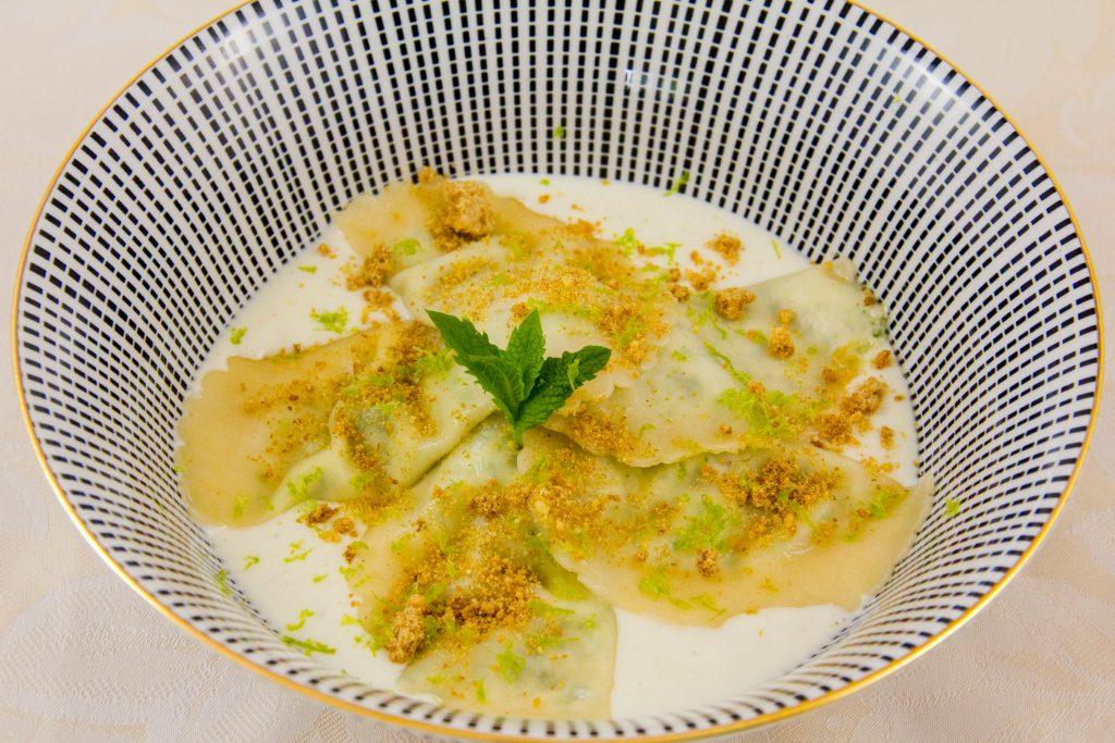 Une délicieuse recette de ravioles ...https://gourmantissimes.com/ravioles-etonnantes-de-philippe-etchebest-et-leur-risotto-de-topinambour/  - FestivalFocus