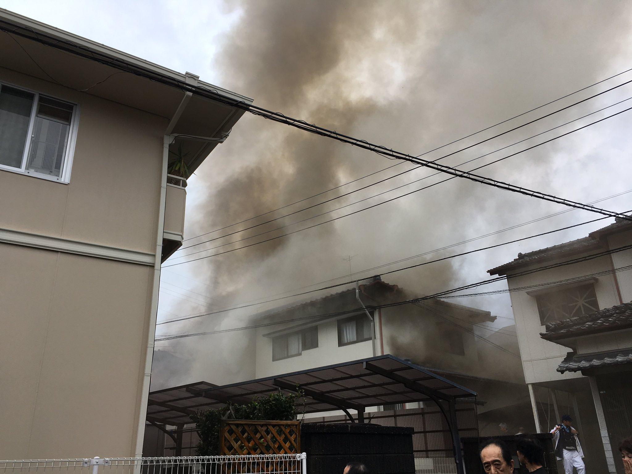 画像,近所で火災が.....野次馬が増えまくったところで鎮火しつつある https://t.co/gCDE2BHzvA。