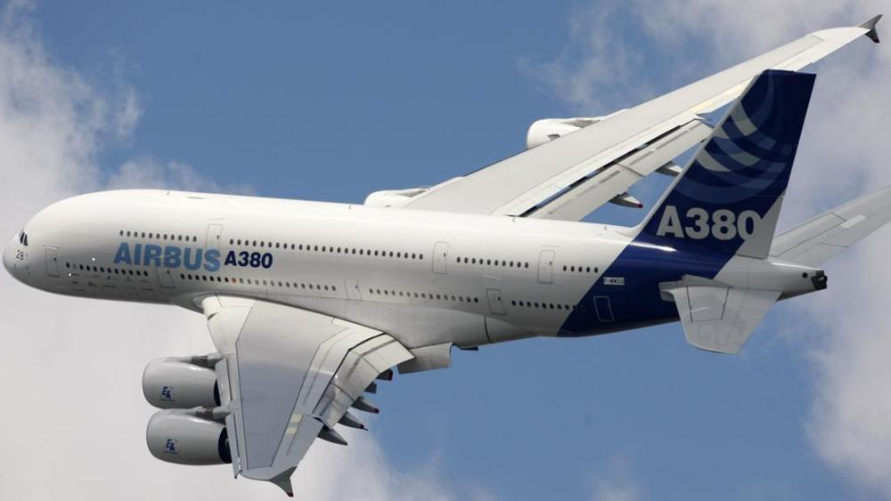 An Airbus A380 has so much surface area that the paint covering the exterior can weigh up to 1000 kg. Each layer of paint is only measuring about 0.120 mm and is able to withstand differences in temperatures of about 100°C bit.ly/2EsLMjO