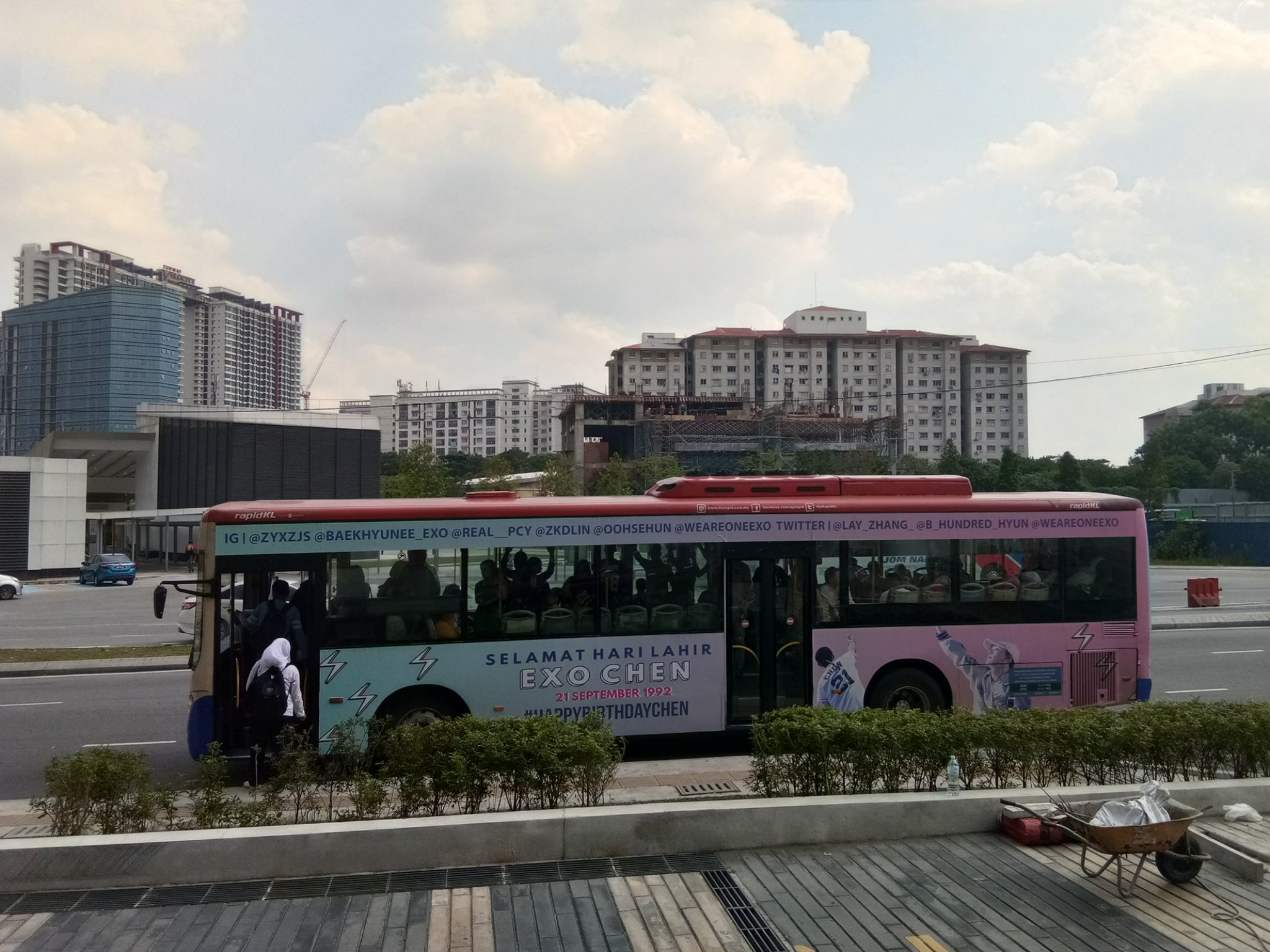 Chen bus in Malaysia!  #EXO #Chen #HappyChenDay https://t.co/lC4loSZOW6