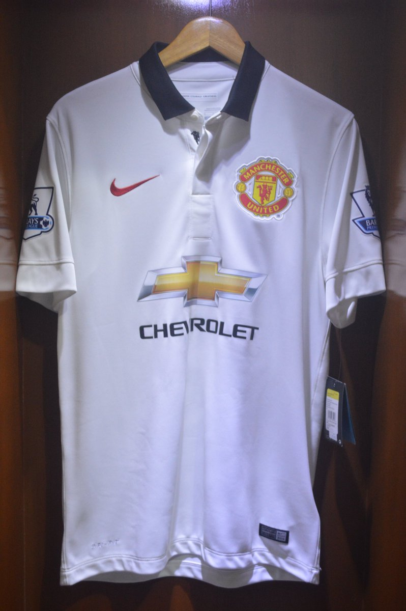 jersey4sale Manchester United Away 2014 15 Size Small Brand New With Tag  BLIND  17 Patch BPL White All Original IDR 500.000pic.twitter.com w4jPEjCpsw 7acc39ce7