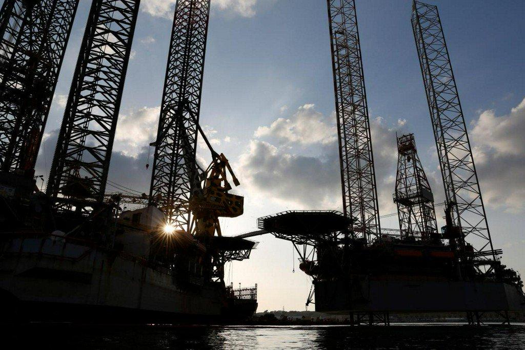 Oil rises on U.S. crude stock draw, supply concerns https://t.co/lVNfkA0K9u https://t.co/ljRLVbRDAP