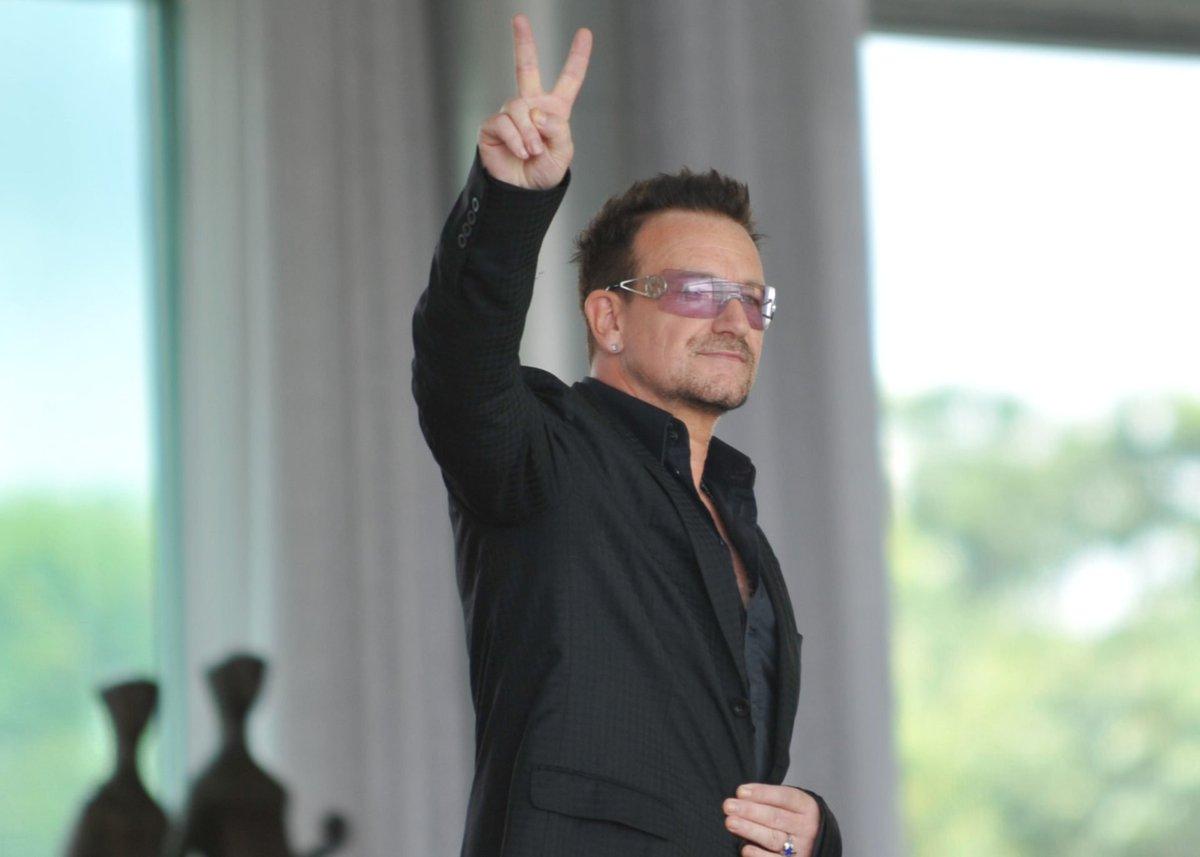 """#Bono Vox, storica voce degli #U2, in udienza da Papa Francesco: """"abbiamo parlato degli #abusi, ho visto il dolore sul suo viso"""" http://dlvr.it/QkncTH  - Ukustom"""