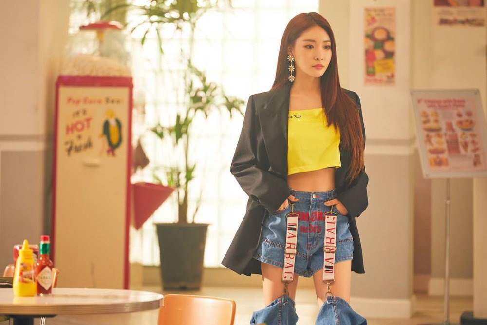 Kim Chung Ha & (G)I-DLE's Soyeon pose at cafe in 'Station x 0' teaser images https://t.co/vvkcXkGTMY