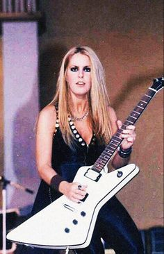 A happy belated birthday to the awesome Lita Ford