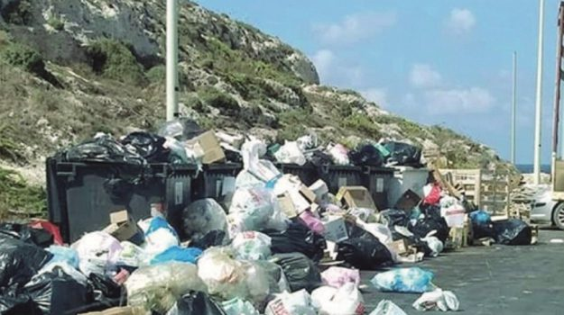 Salta il pagamento degli stipendi, netturbini in sciopero a #Lampedusa http://agrigento.gds.it/2018/09/20/salta-il-pagamento-degli-stipendi-netturbini-in-sciopero-a-lampedusa_919194/?utm_medium=feed&utm_source=twitter.com&utm_campaign=Feed%3A+gds_twitter_feed  - Ukustom