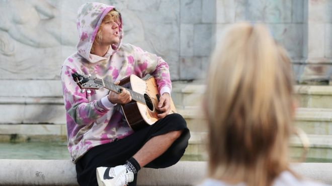 i know of another good busking spot in london @justinbieber! it's in our office, by my desk