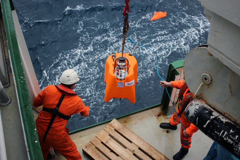 test Twitter Media - The first seismometer has been deployed in the North Atlantic. The  #seaseis team aboard worked a serious shift to make it a success and it all went smoothly. #diasdiscovers #diasatsea #DIASDublin https://t.co/gOCNJ30ngx