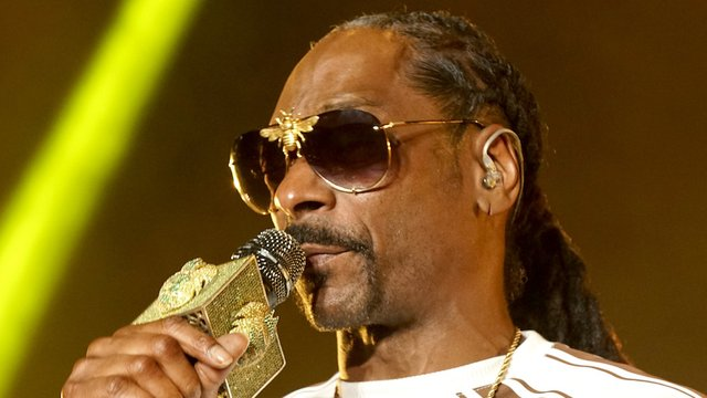 Snoop Dogg shares message for Kanye and Trump: 'F-ck you and f-ck him' https://t.co/qdrEwz41tt https://t.co/40fm6KuFmK