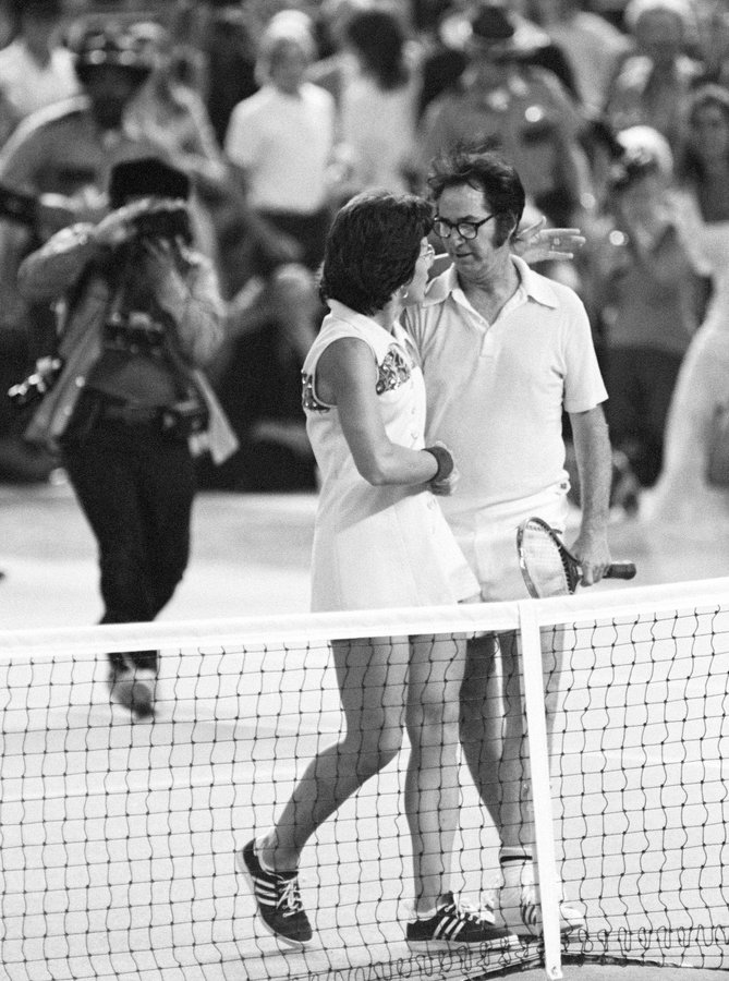 Bobby Riggs and Billie Jean King during  the Battle of the Sexes match in 1973. (Credits: Twitter)