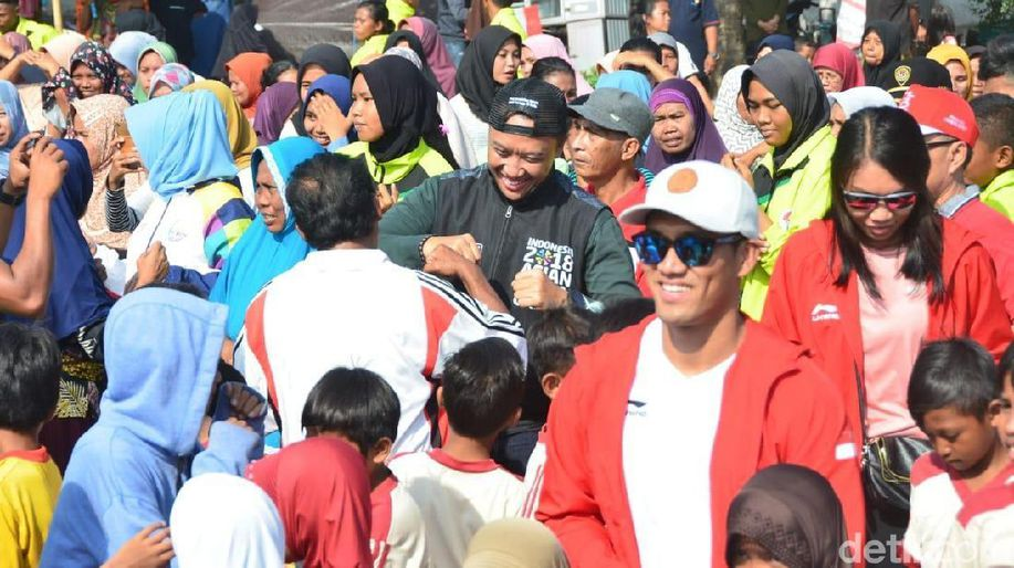 Menpora Imam Nahrawi dan Atlet Nasional Hibur Korban Gempa Lombok  https://t.co/1hwc0IM27p via @detiksport https://t.co/omy9lwsMSU