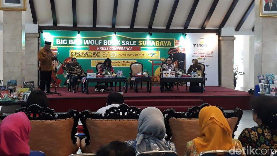 Big Bad Wolf Gelontor Ratusan Buku untuk Perpusdes di Malang https://t.co/8kl3ekGlyI https://t.co/ExYvFCI6ai