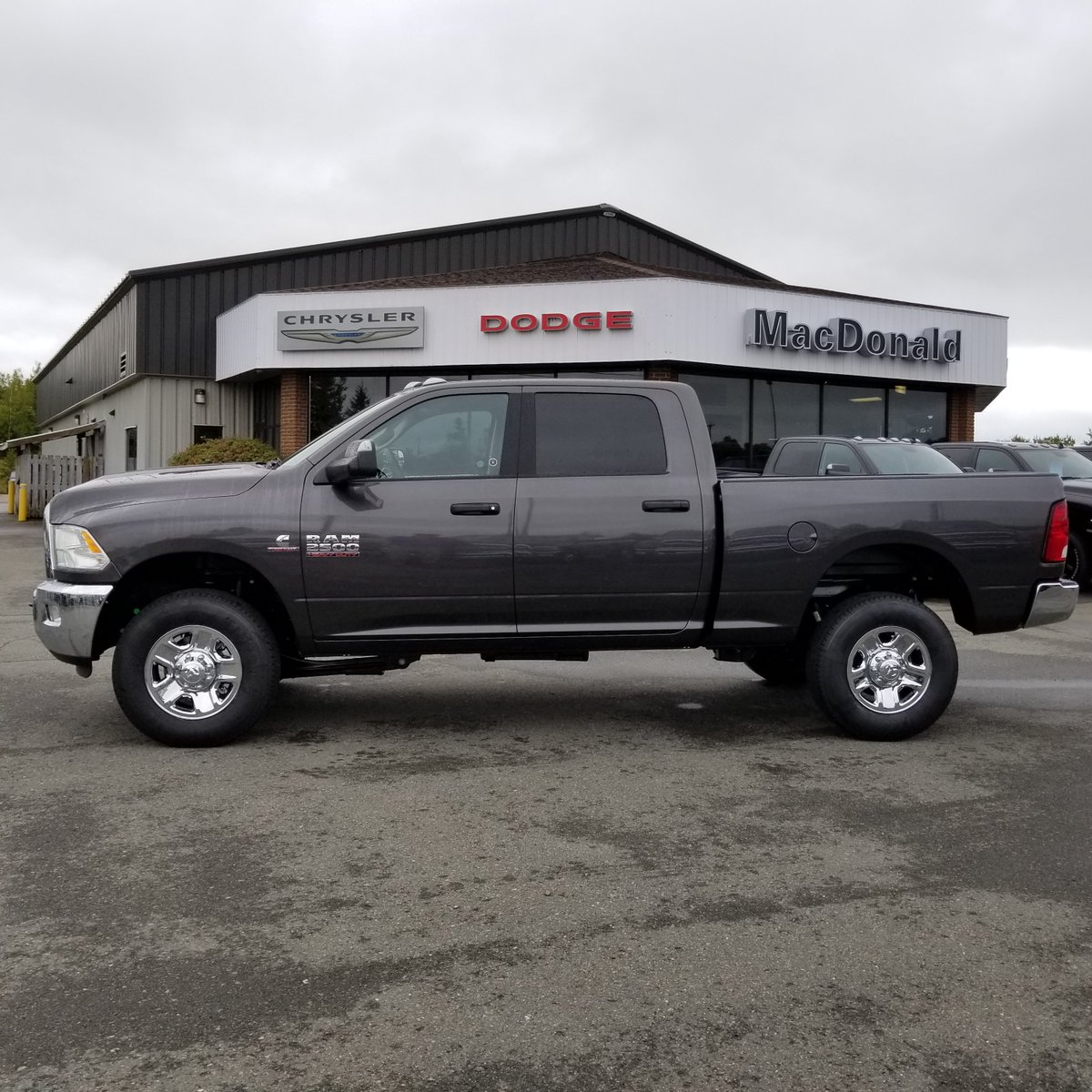 Macdonald Chrysler On Twitter 2018 Ram 2500 Slt Crew Cab 4x4 In Granite Crystal Metallic With The 6 7l Cummins Turbo Diesel 6 Speed Automatic Anti Spin Differential Rear Axle Electronic Brake Controller Spray In Bedliner