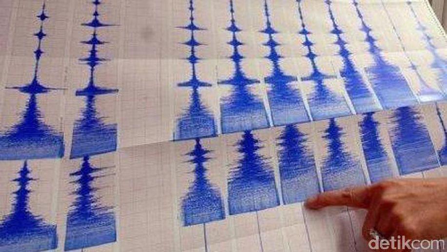 Gempa 3,4 SR Guncang Lombok Barat https://t.co/NTwAQBhEK6 https://t.co/HJc86nrKkl