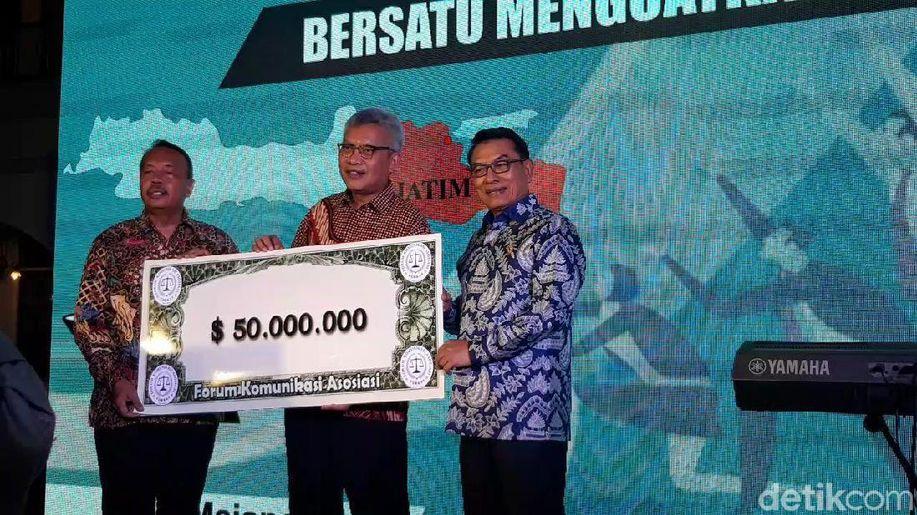 Peduli Rupiah, Pengusaha Tajir Melintir Surabaya Jual USD 50 Juta https://t.co/osTMaKbRxB https://t.co/omynNDu48X