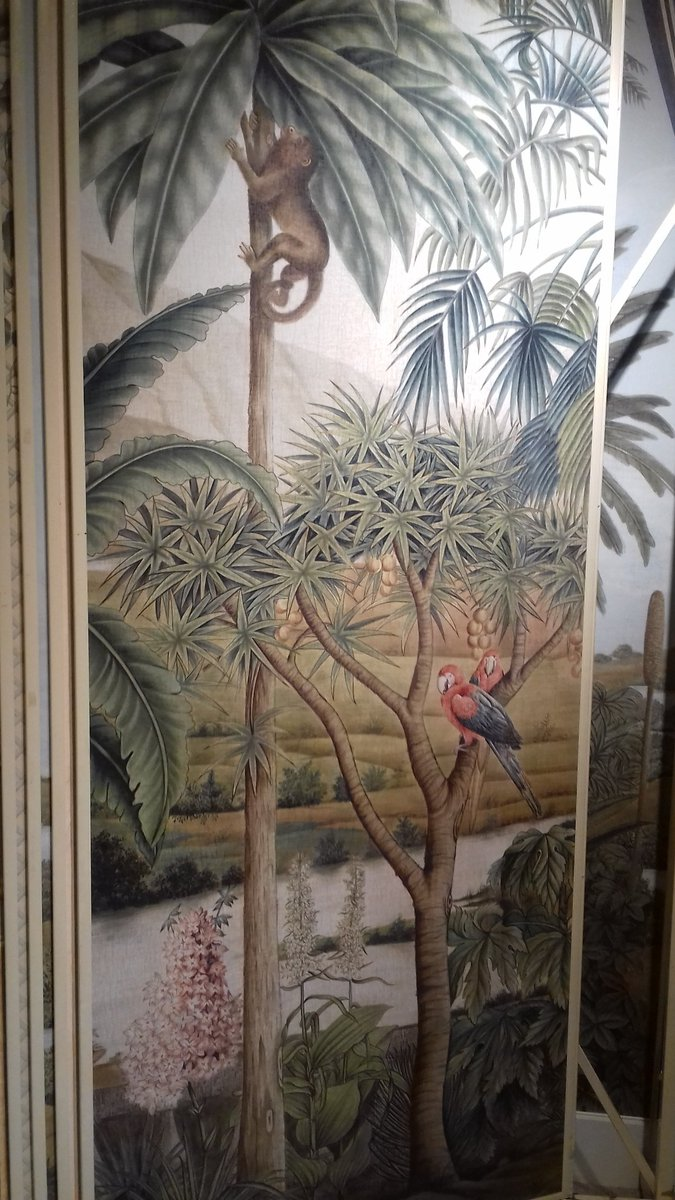 ... bespoke handpainted wallpaper that is scanned onto high resolution looks like a mural by #Iksel and nice areas to relax #Focus18AtDCCH pic.twitter.com/ ...