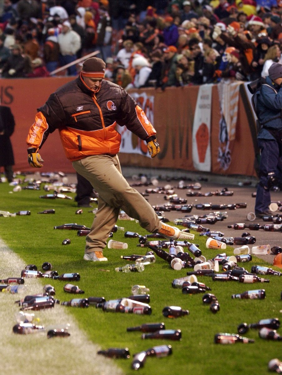 Hey, @corey_erdman! Congrats on the #Browns. I hope you sober up in time to watch the terrific #SHOBox quadruple-header @ShowtimeBoxing tomorrow night. #FernandezFoster