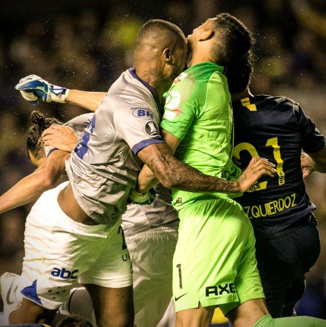��—Copa Libertadores   Dede saw red for this nasty collision with Boca Juniors' Esteban Andrada �� https://t.co/KFICE9QD5g