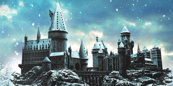 Gli #HarryPotter Studios per Natale si tingono di bianco, la Sala Grande in stile Ballo del Ceppo  http:// www.portkey.it/sito/2018/09/20/harry-potter-tour-agli-studio-di-londra-torna-hogwarts-sotto-la-neve-ecco-le-date/  - Ukustom