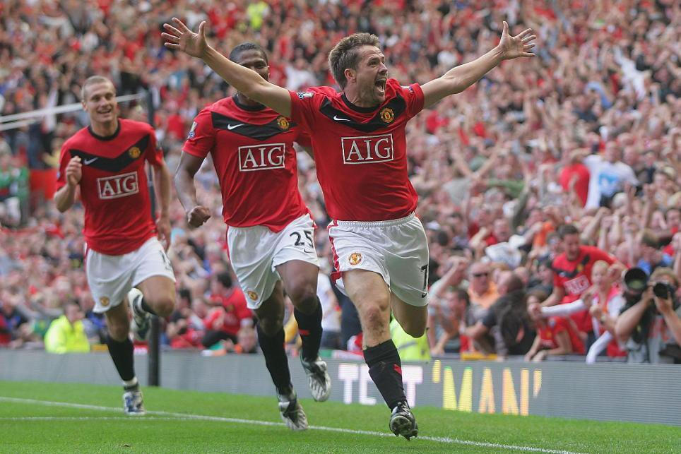 📅 9 Years Ago Today:  🔴 @themichaelowen scored a 96th winner to help @ManUtd beat @ManCity 4-3 in injury time.  ⏰ 2' Rooney ⚽️ ⏰ 16' Barry ⚽️ ⏰ 49' Fletcher ⚽️ ⏰ 52' Bellamy ⚽️ ⏰ 80' Fletcher ⚽️ ⏰ 90' Bellamy ⚽️ ⏰ 96' Owen ⚽️   👏 A @premierleague Classic.