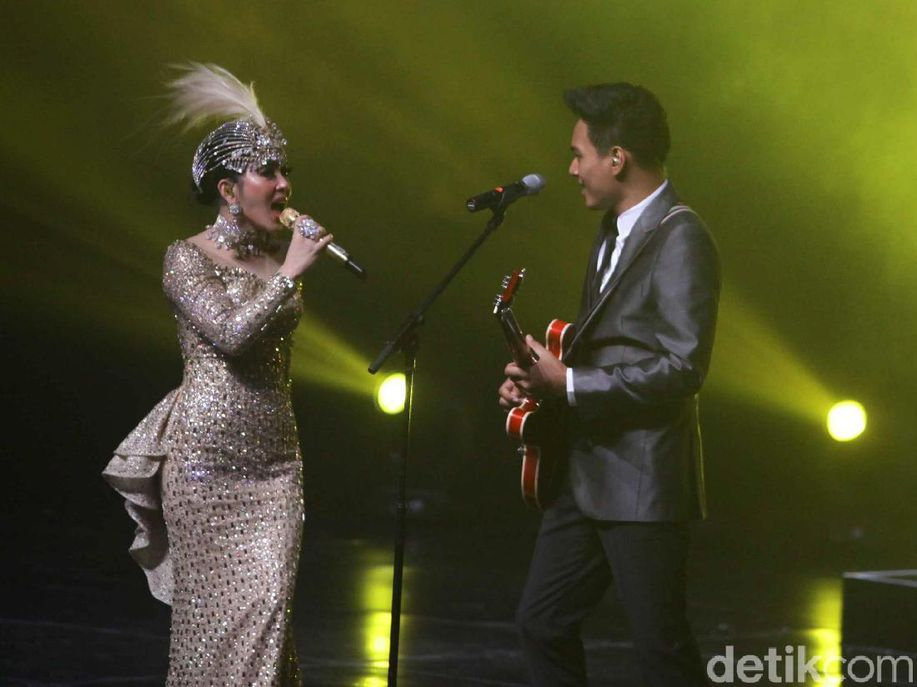 Rendy Pandugo Gantikan Anang Duet Bareng Syahrini https://t.co/Yw2Ssw24WC via @detikhot https://t.co/PNOtSuhPSE