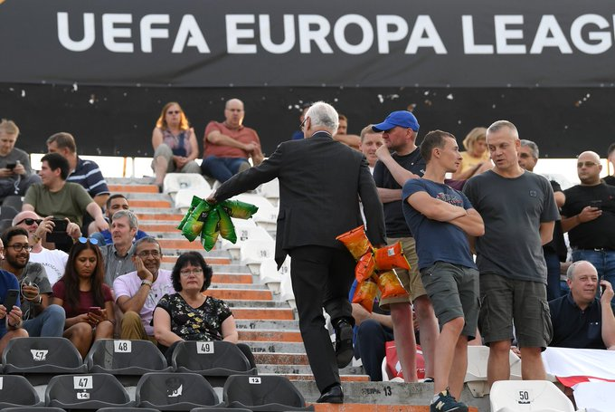 PHOTOS: Chelsea chairman Bruce Buck hands out crisps to the away end in Greece Photo