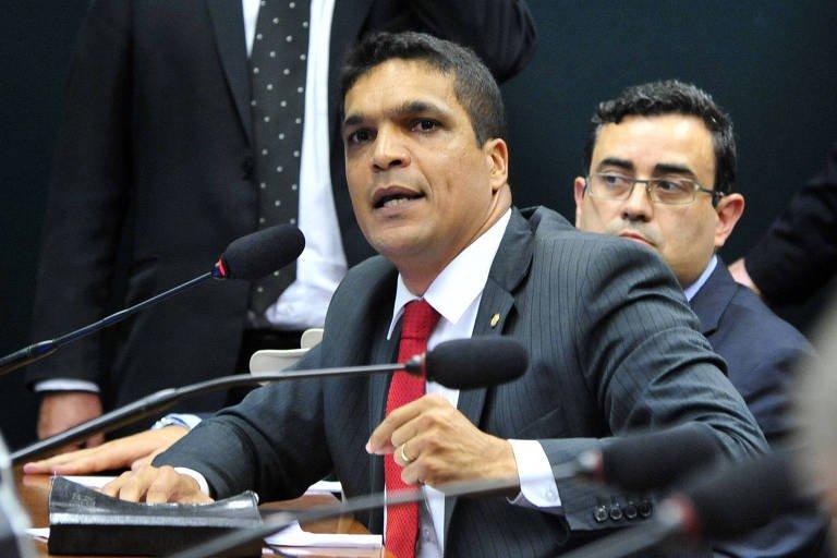 Empatados em 2% nas pesquisas, Daciolo declarou já ter gasto em campanha R$ 738; Meirelles gastou R$ 43 milhões https://t.co/iL7DxbhbuP