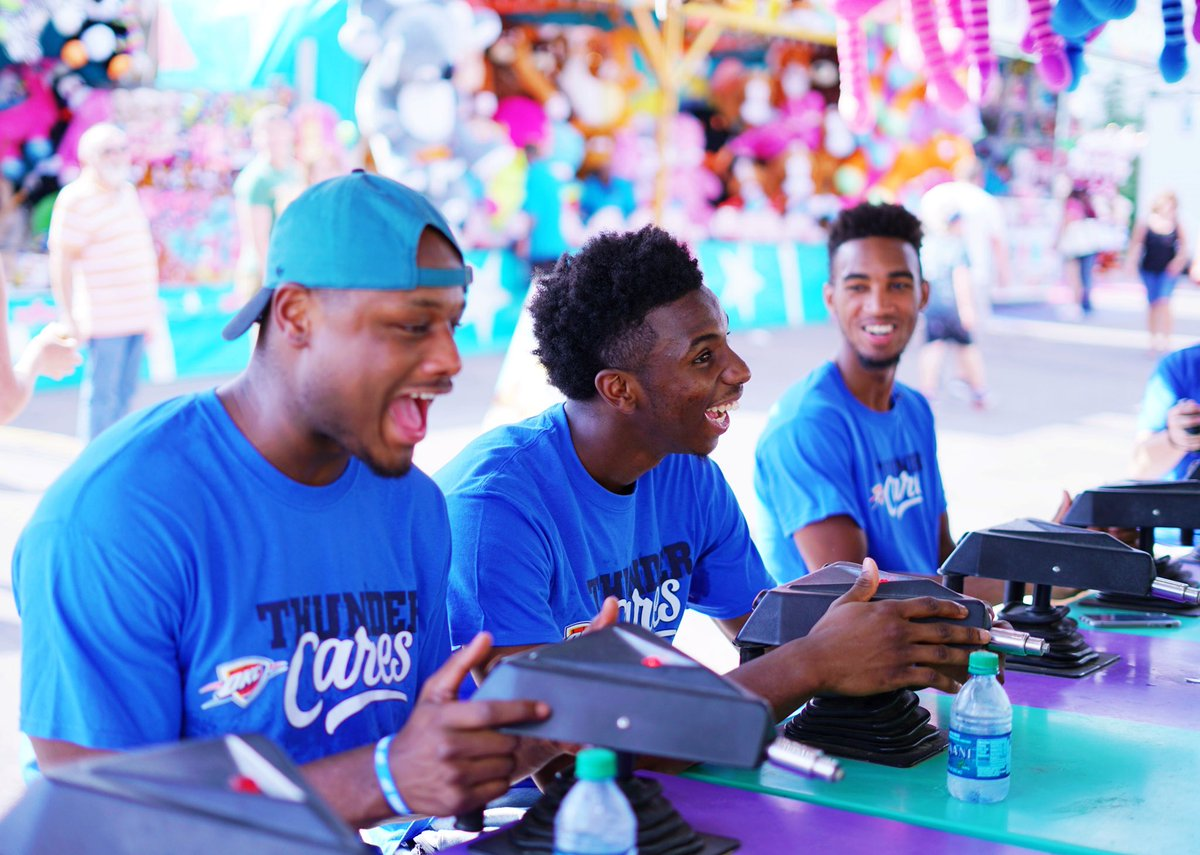Looks like @the2kferguson, @DeeBurton30, and @hamidoudiallo aren't having any fun at the Fair... 😆