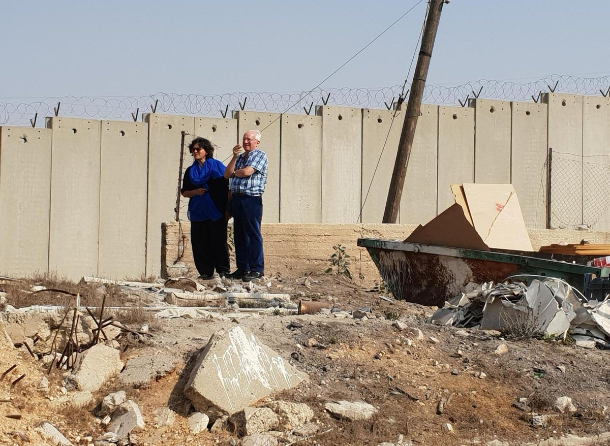 Robert Fisk: I asked Israels only journalist in Palestine to show me something shocking – and this is what I saw independent.co.uk/voices/amira-h…
