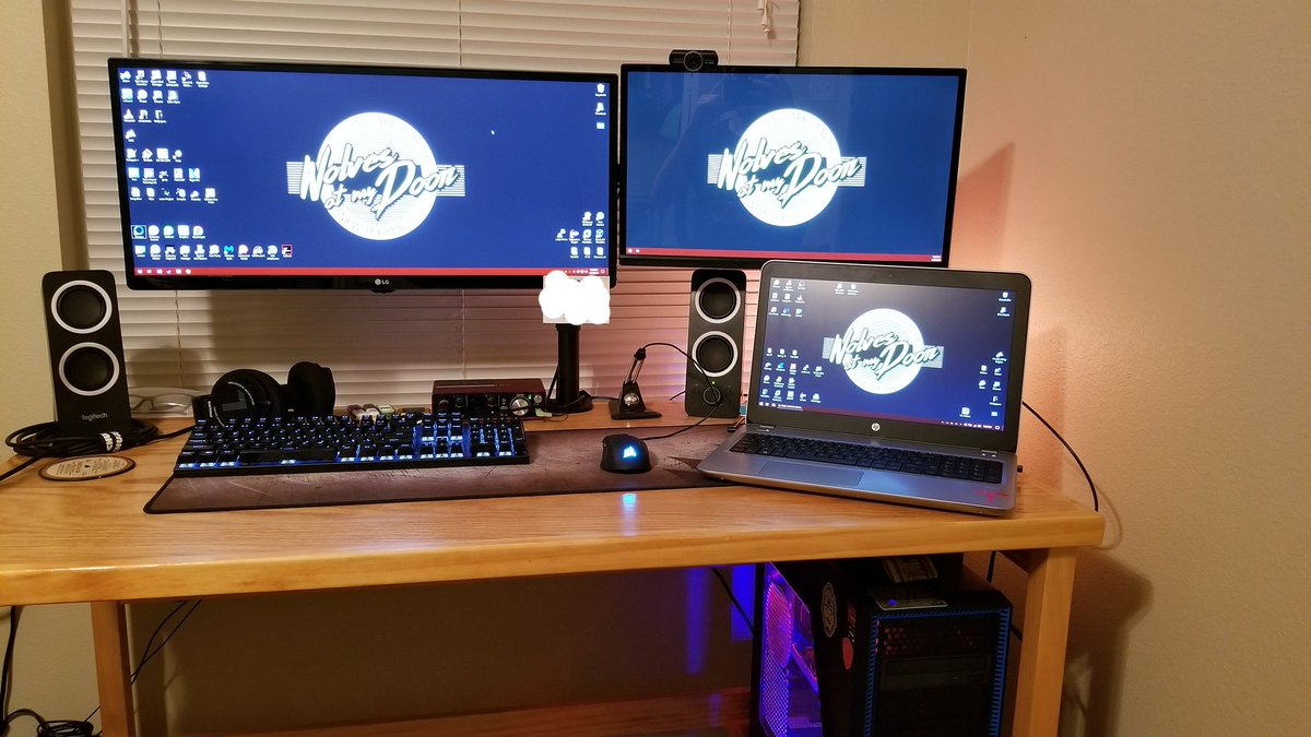 """Synergy on Twitter: """"Awesome setup! Windows desktop PC and Windows laptop,  working together with one keyboard and mouse.… """""""