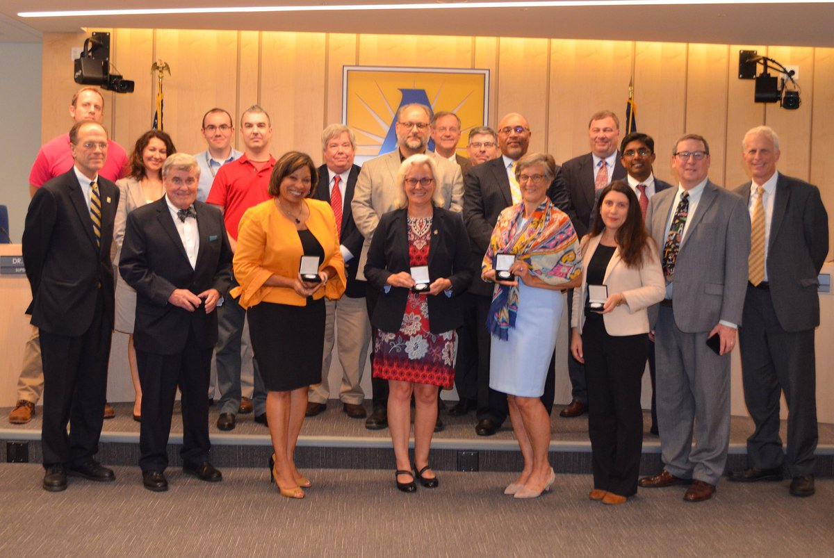 At tonight's School Board meeting, <a target='_blank' href='http://twitter.com/ArlingtonDTS'>@ArlingtonDTS</a> and the <a target='_blank' href='http://twitter.com/APSVaSchoolBd'>@APSVaSchoolBd</a> celebrated ConnectArlington—a successful yearlong effort to bring the County's high speed digital and broadband network to APS schools. Thanks to this group, we're up and running in 40 schools! <a target='_blank' href='https://t.co/nCeGhfpfV0'>https://t.co/nCeGhfpfV0</a>