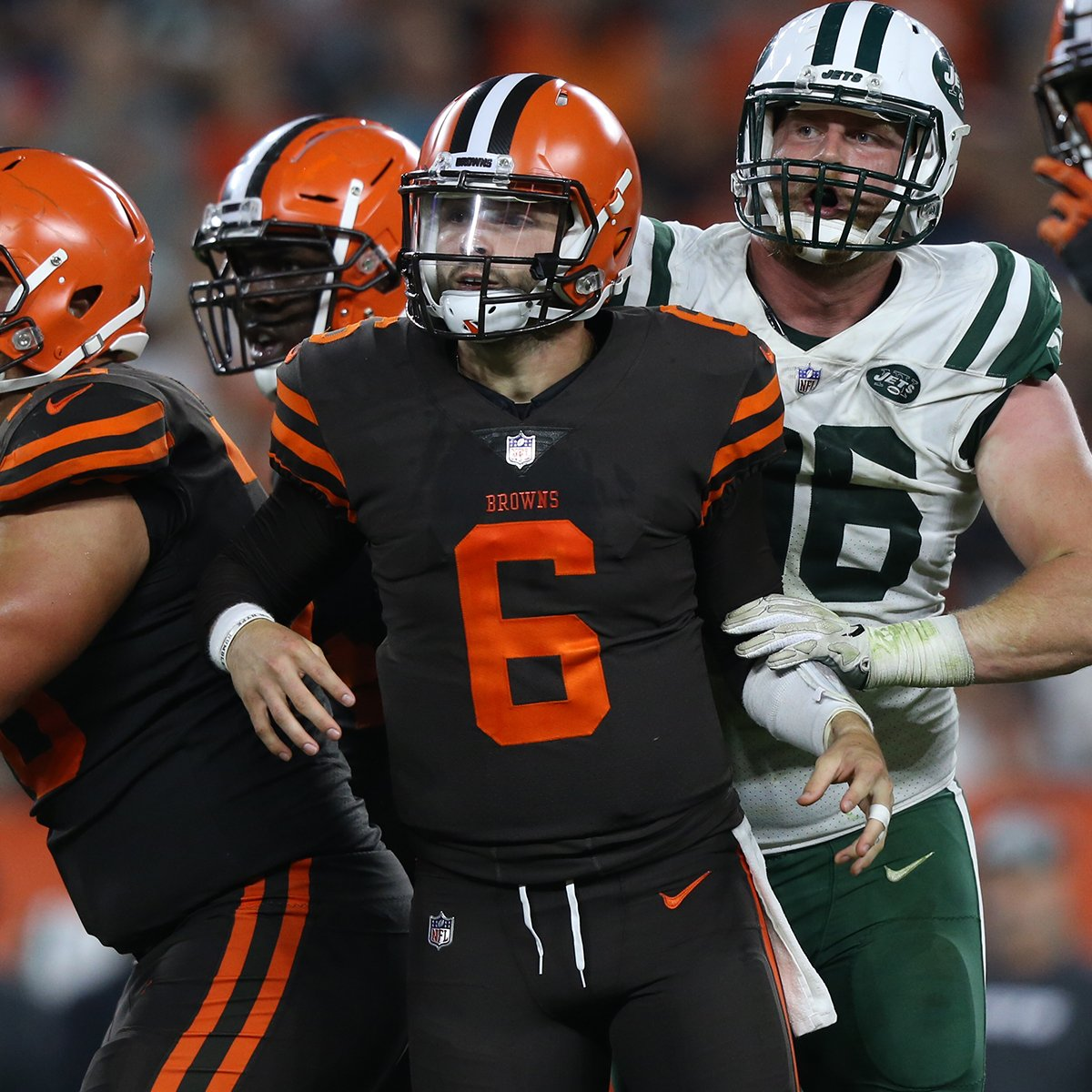 .@bakermayfield remains in at QB for the second half. #Browns  #NYJvsCLE   ��: @nflnetwork https://t.co/RCTYcknP4q