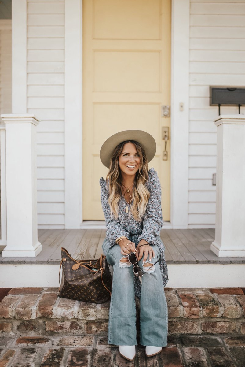 2426786b6c8e who else is digging flare jeans  I should have saved all of mine from the  90 s!!!!All outfit details and direct links will be on the blog!!