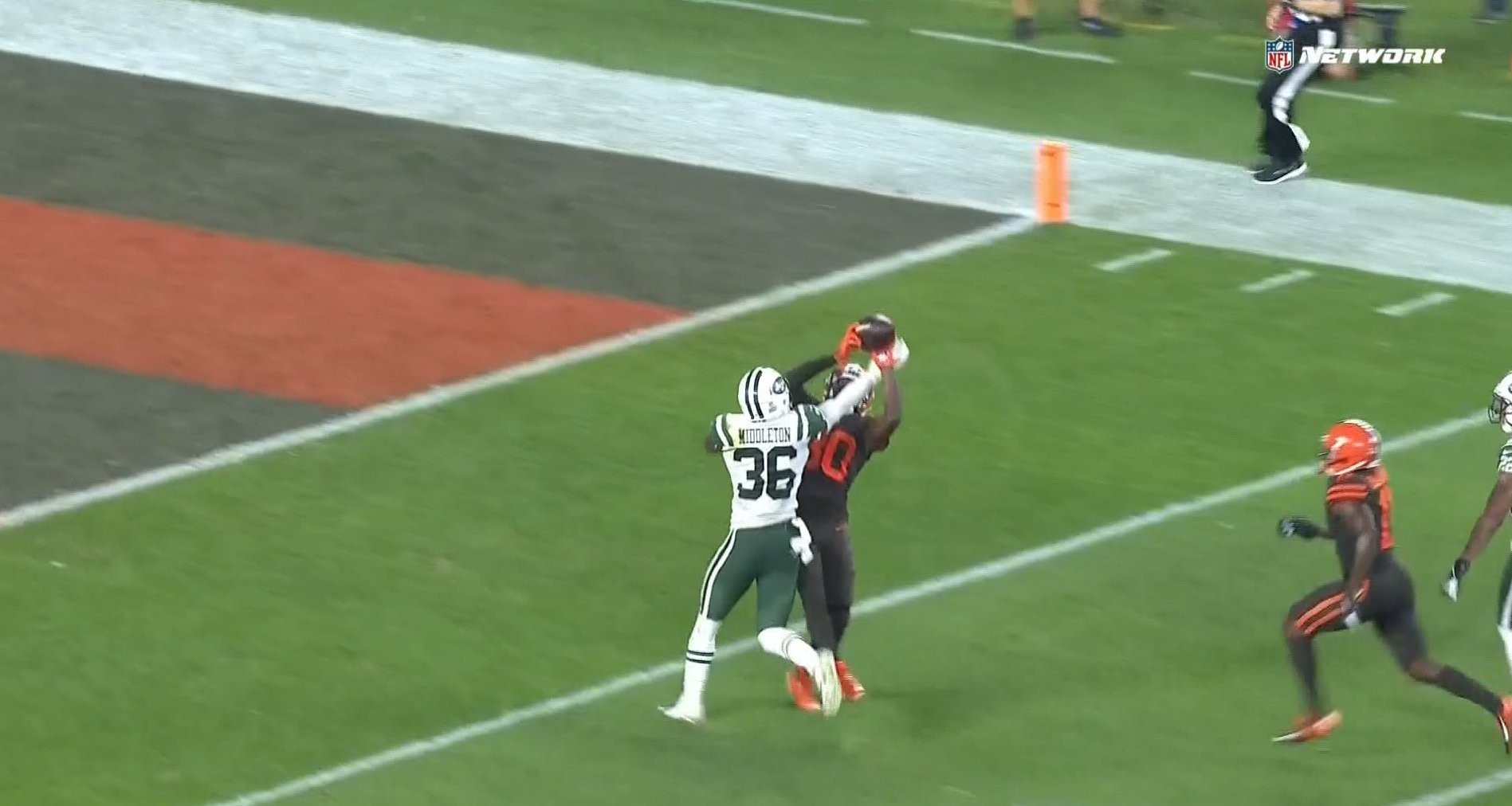 This incredible grab from @God_Son80 sets up a Cleveland touchdown! #NYJvsCLE https://t.co/wKqGvTXJnk