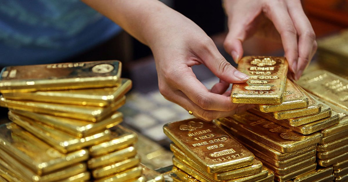Oops, they did it again. Russia buys 31 tons of gold in August, brings total holdings up to 2,000 tons. Are the Russians dopes or do they see something coming most don't? Hint: They're not dopes.