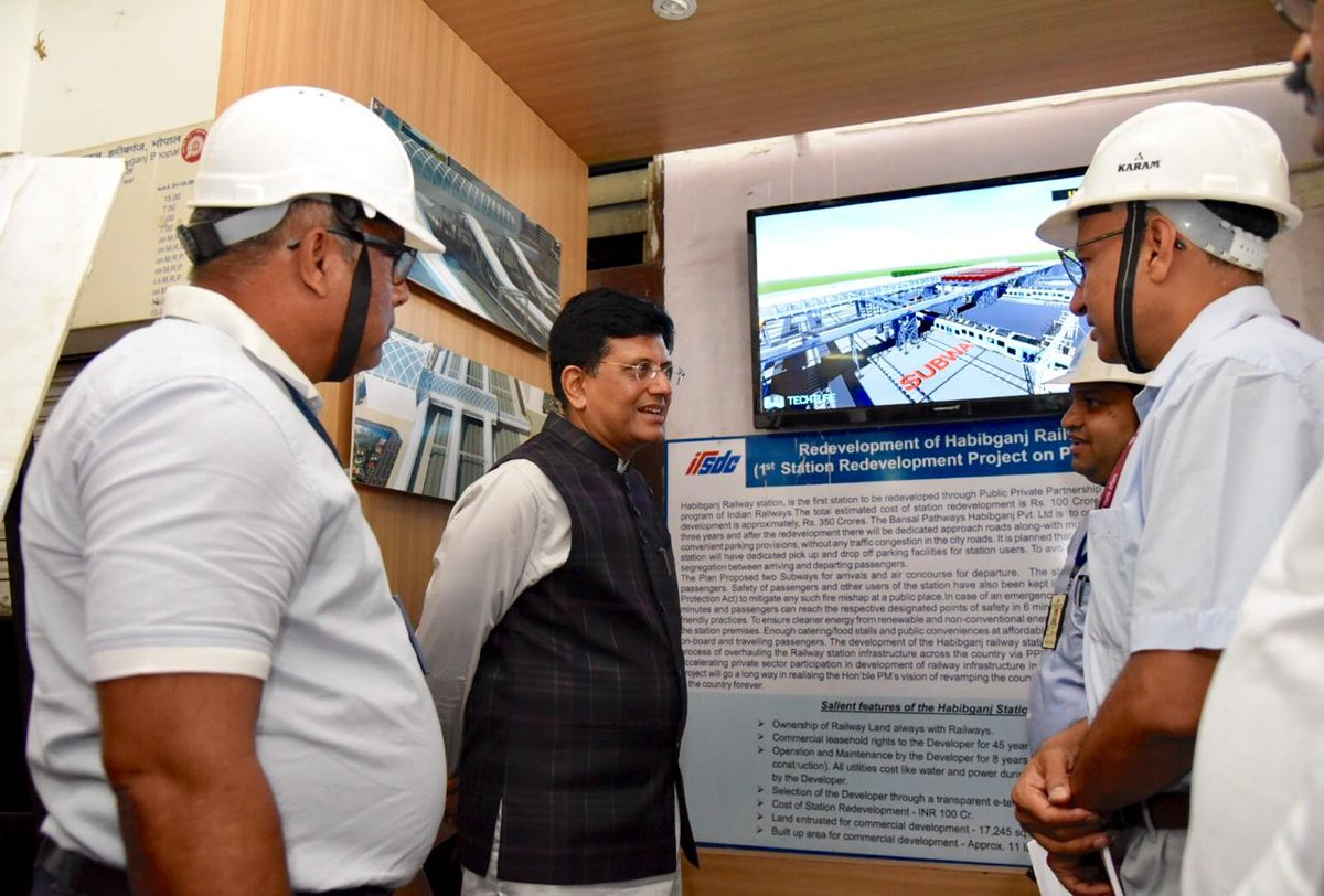 Visited Bhopal's Habibganj Railway station to review the ongoing redevelopment work. Also, held a review meeting with the officials of Bhopal Divison of @wc_railway where we drew up a detailed roadmap to enhance punctuality, cleanliness and catering services in Railways.