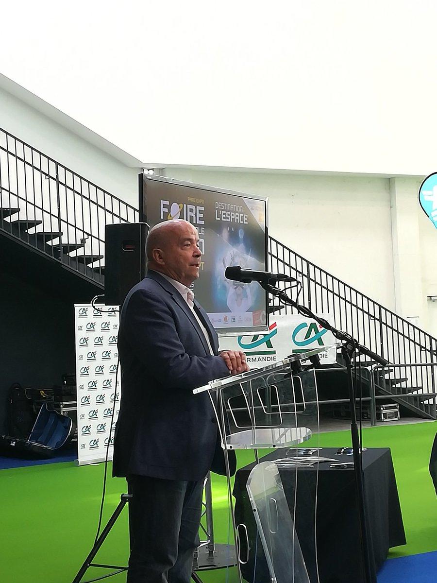 Inauguration #FoiredeCaen : @patrickbaudry, astronaute-conférencier ayant participé a la mission Discovery en 1985 est l'invité d'honneur de la Foire de @CaenOfficiel 2018 ! 🚀 https://t.co/xXnGQ0iwj4