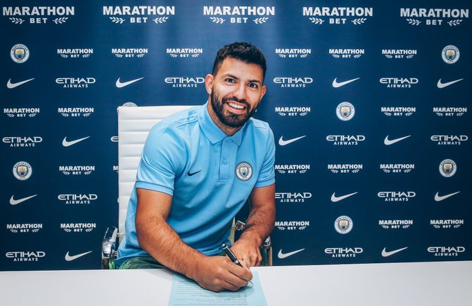 Sergio Aguero signs 1 year contract extension head of his 300th appearance for Man City. Was always planned he'd return to Argentina in 2020 so City will be delighted with the extra year. His record is a goal every 108 minutes for the not bad! #MCFC #SSN Foto