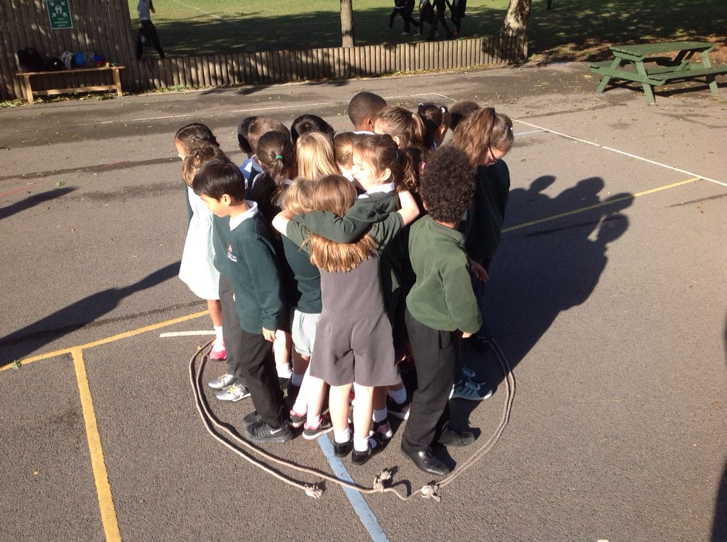 Year 4 using teamwork and communication to position themselves inside the circle of rope. @SkillForceEng @SkillForceUK