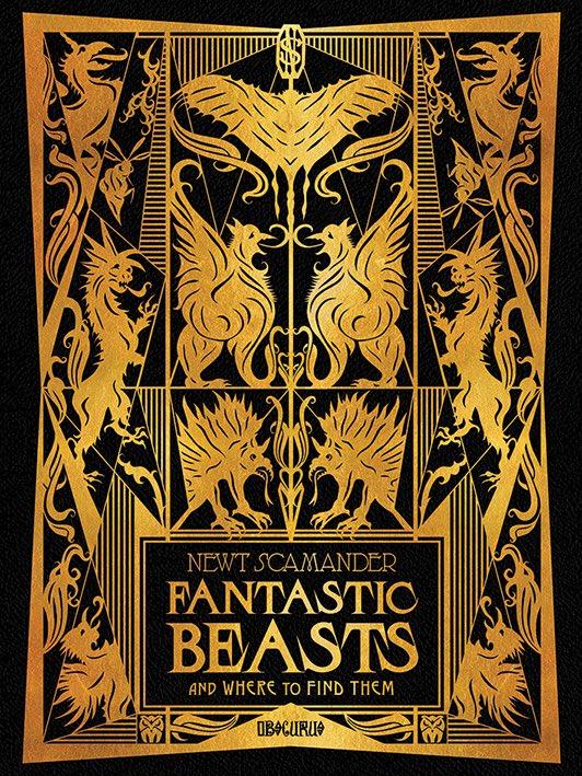 ปกหนังสือ #FantasticBeasts and Where to Find Them เวอร์ชั่นในภาพยนตร์ที่ นิวท์ สคามันเดอร์ ได้ตีพิมพ์ขึ้นมาครั้งแรกในปี 1927 (เหตุการณ์หลังภาคที่แล้ว 1 ปี) ซึ่งผลตอบรับก็ขายดิบขายดี ก่อนจะกลายเป็นหนังสือแบบเรียนฮอกวอตส์ของนักเรียนชั้นปีที่ 1 ในอีกหลายปีต่อมา