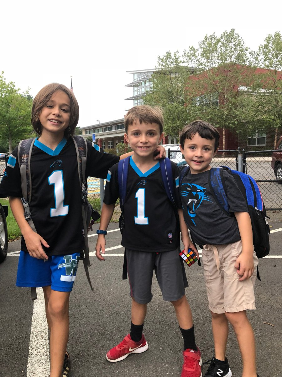 Brotherly love of football on NFL Spirit Day! <a target='_blank' href='http://twitter.com/APSVirginia'>@APSVirginia</a> <a target='_blank' href='http://twitter.com/glebepta'>@glebepta</a> <a target='_blank' href='https://t.co/du8681ZdTd'>https://t.co/du8681ZdTd</a>