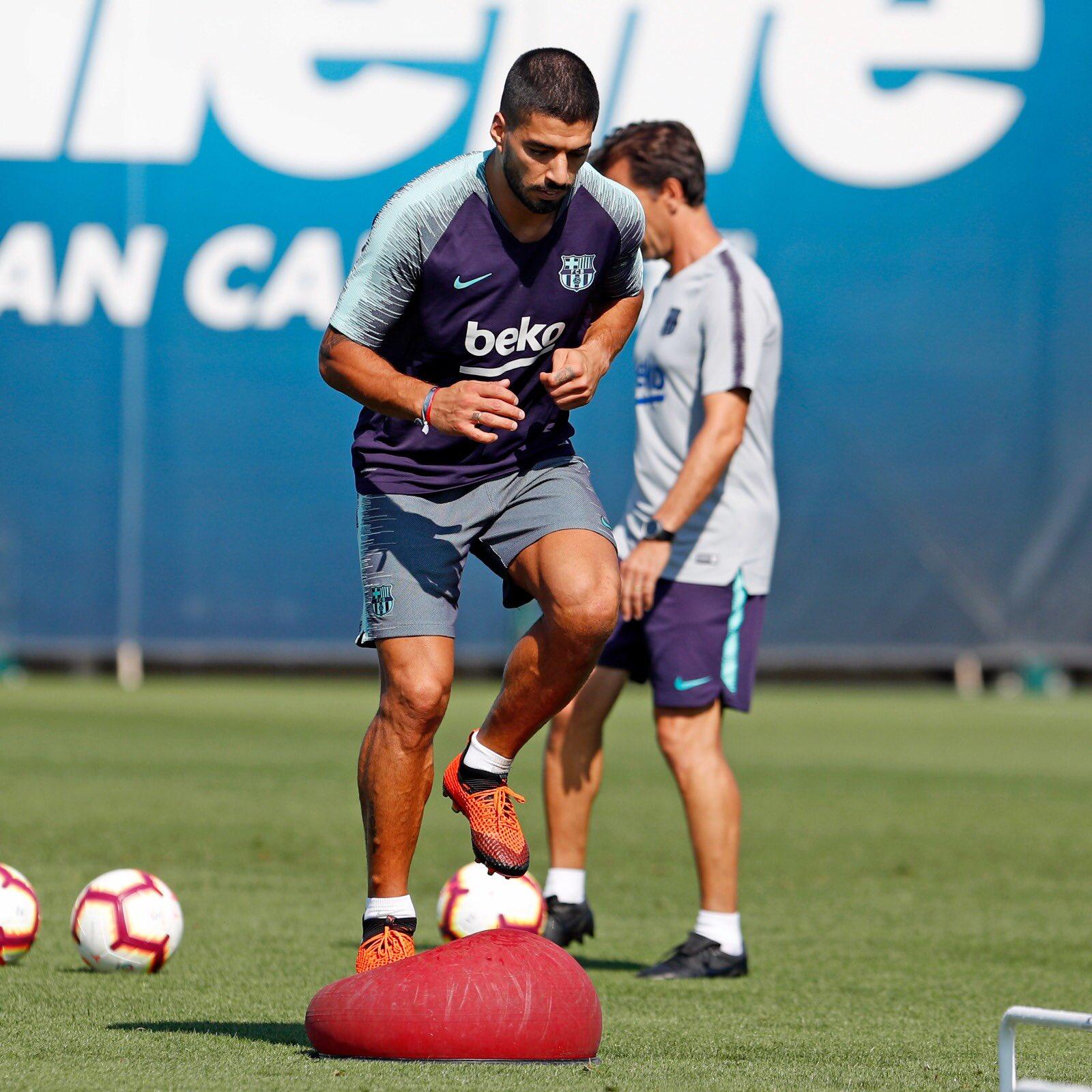 تدريبات مكثفة في برشلونة استعداداً لمباراة الأحد ضد جيرونا 21-09-2018 DnnarXKUcAANWw-