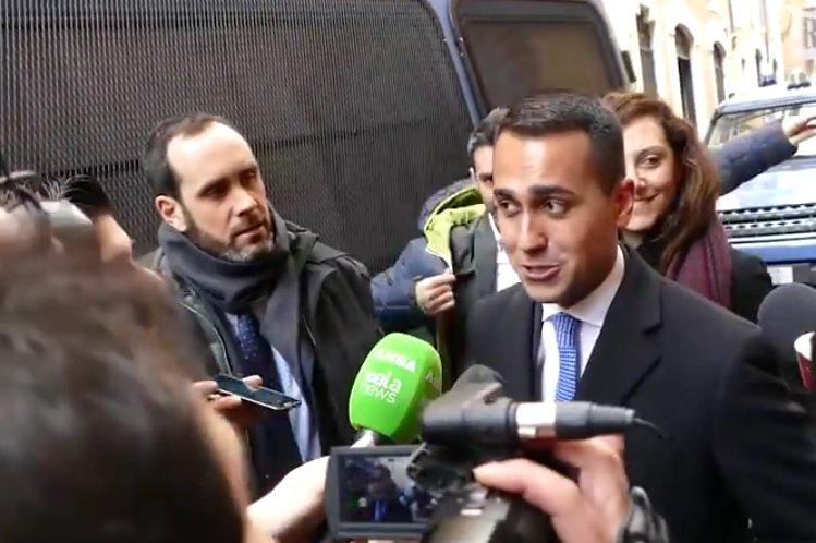«Reddito di cittadinanza solo agli italiani». Lo chiarisce il vicepremier #LuigiDiMaio in un\