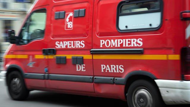 Paris : un homme chute de 10 mètres dans une trappe ouverte sur un trottoir bit.ly/2psfXSI
