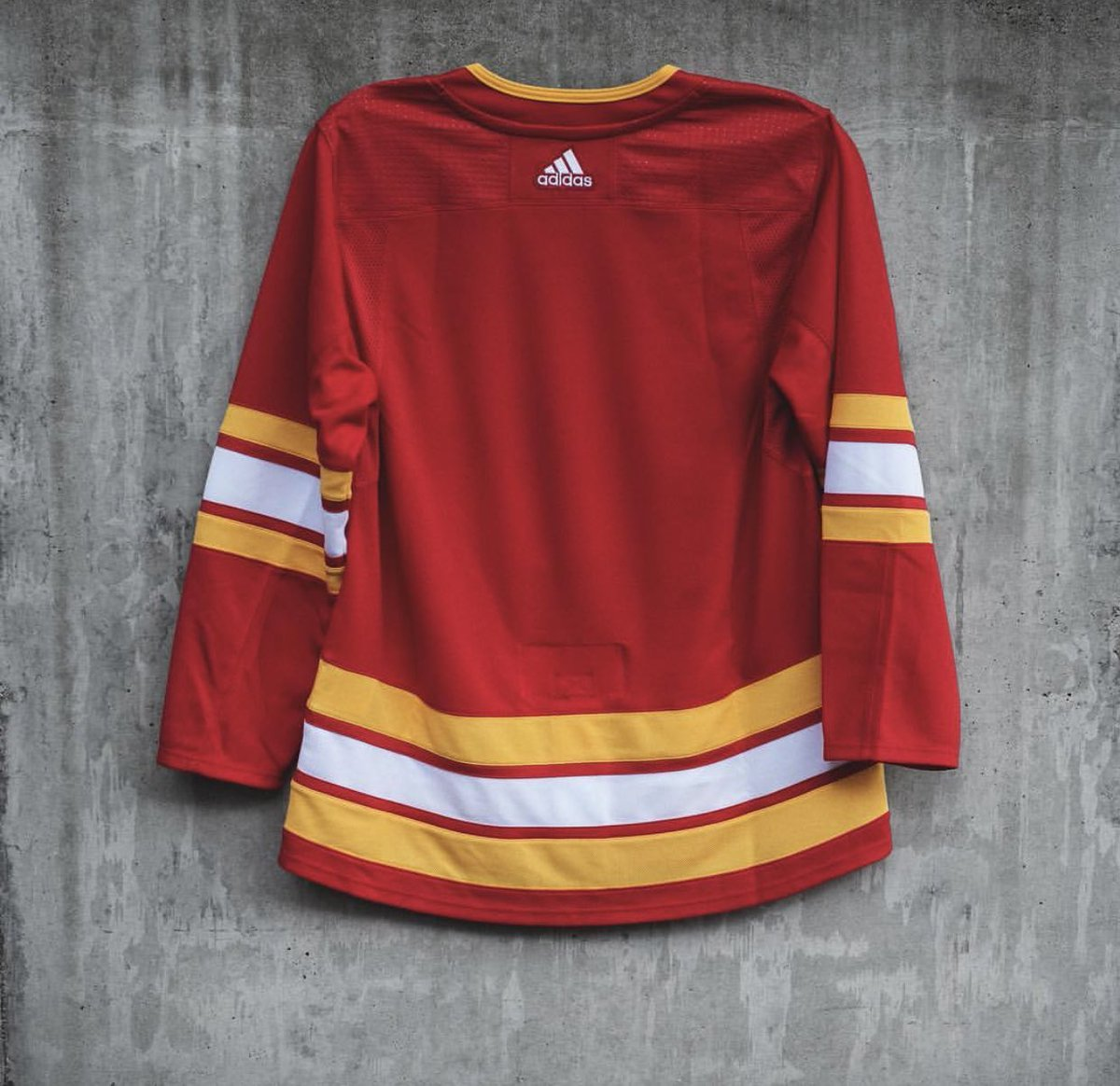 The Calgary Flames are going old school with their third jersey 🔥🔥🔥   (📸: @NHL)