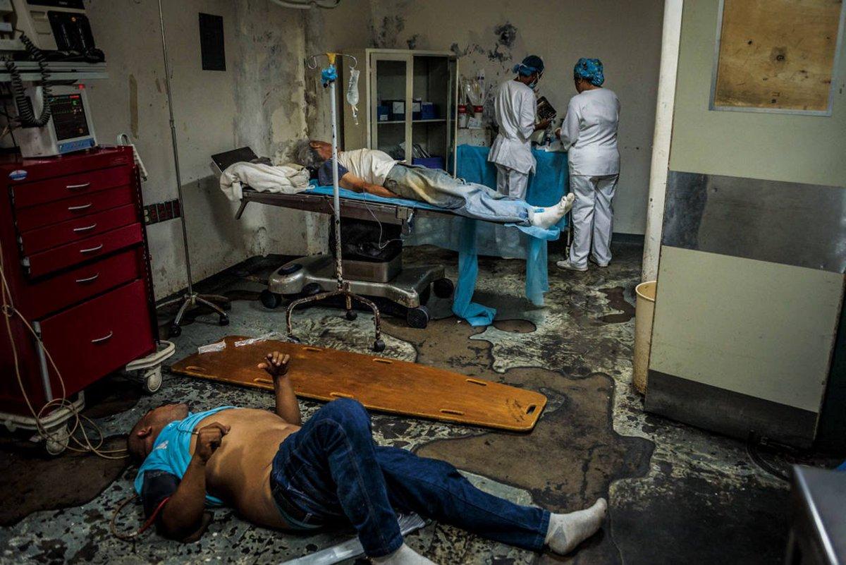"""Revista española expuso """"el espanto de los hospitales de Maduro"""" https://t.co/MihJEXR9hW  https://t.co/3KRJMn1IdH"""