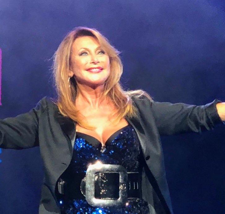 1751c18242b999 ... demain au Zénith d Amiens pour l enregistrement de l émission Les 30  Meilleurs Tubes des Années 80 ... Bon week-end à tous. Je vous embrasse  Julie  tv ...