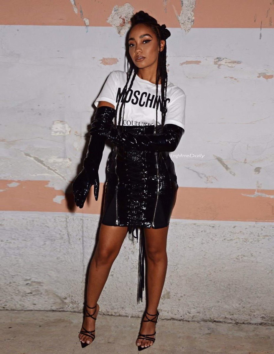 #FROW @Moschino = Life Made 💕 x Leigh