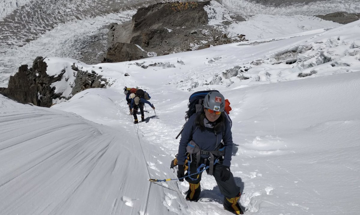 Sheetal was 15 years old when she stopped her own wedding. Seven years later, shes the world's youngest woman to climb Mt. Kanchenjunga. mala.la/2OF24f6 🗻🗻 via @VICE
